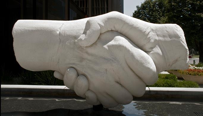 Samir Jajjawi: Shake Hands Skulptur