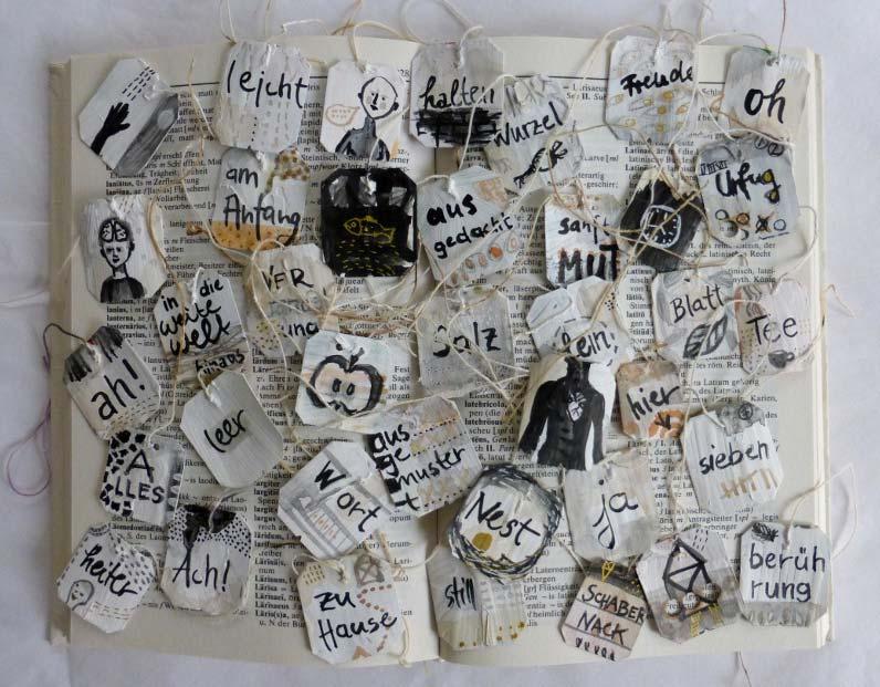 Samir Jajjawi Prozess Analyse: Wörterbuch mit bemalten Teebeuteln
